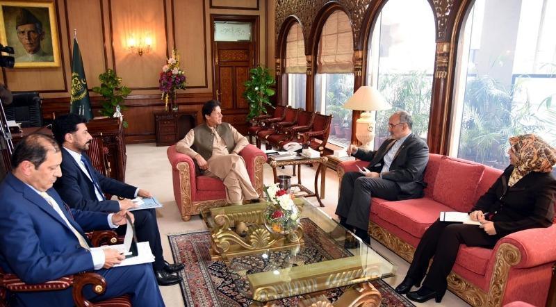 در آستانه سفر نخست وزیر پاکستان به تهران؛ سفیر ایران در اسلام آباد با عمران خان دیدار کرد