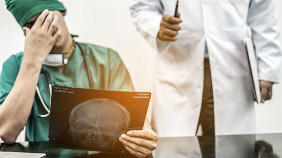 عجیب ترین خطا های پزشکی؛ وقتی پانسمان در گلو جا می ماند!