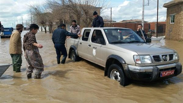 یاری رسانی یگان حفاظت اداره کل میراث فرهنگی استان گلستان به سیل زدگان، توزیع غذای گرم بین مردم