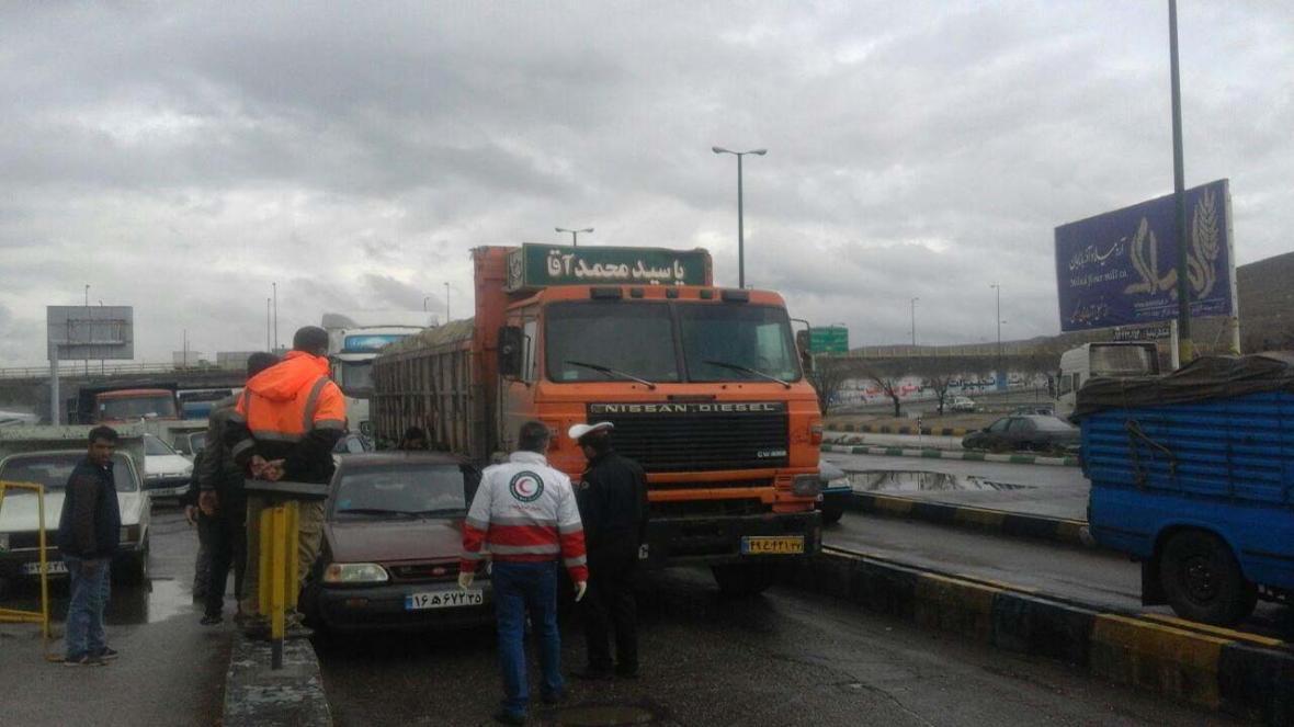 تصادف کامیون با پراید در محور تبریز - آزادشهر