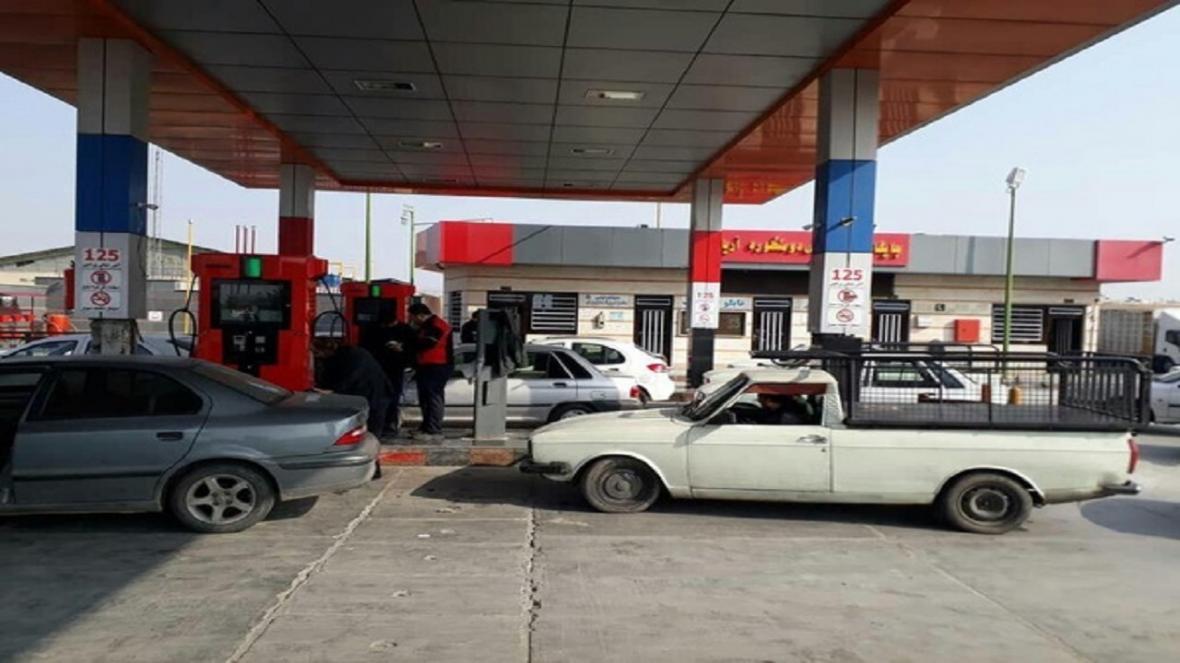 اعتبار بنزین فقط برای مالکان وانت بار های دارای پروانه در قوچان