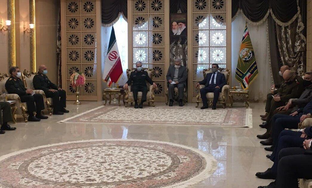 خبرنگاران وزیر دفاع عراق با سرلشکر باقری دیدار کرد